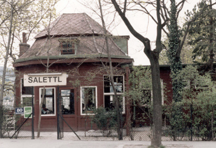 Holzsalettl, Friedrich Pindt 1932, Hartäckerstraße 80, 1190 Wien. (Bild: wikimedia.org)